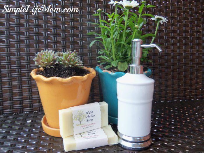 DIY Liquid Handsoap - Homemade hand soap with essential oils