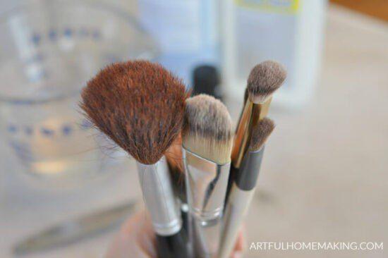 Homestead Blog Hop Feature - makeup-brush-cleaner-recipe